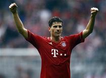 Mário Gomez, do Bayern de Munich, comemora após partida contra o Hanover 96 pelo campeonato alemão, em Munique. 24/03/2012  REUTERS/Michael Dalder