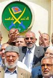 """Лидер египетских """"Братьев-мусульман"""" Мохаммед Бади во время пресс-конференции в Каире 30 апреля 2011 года. Заготовив презентации PowerPoint и политические обещания, делегация египетских """"Братьев- мусульман"""" приехала на этой неделе в США убеждать Вашингтон в приверженности исламистской организации демократическим ценностям и верховенству закона. REUTERS/Mohamed Abd El Ghany"""