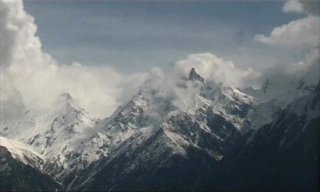 Pakistan army hopes miracle will save avalanche victims