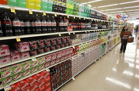 A shopper walks by the sodas aisle at a grocery store in Los Angeles April 7, 2011. REUTERS/Mario Anzuoni