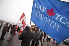 Workers walk the picket line at locomotive manufacturer Electro-Motive in London, Ontario January 20, 2012. REUTERS/Geoff Robins