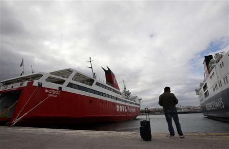 Greek ferry workers strike, disrupting holidays