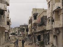 Поврежденные обстрелами дома в Хомсе 29 марта 2012 года. Соблюдение плана мирного урегулирования в Сирии, предложенного экс-главой ООН Кофи Аннаном, оказалось под угрозой после того, как войска подвластные президенту Башару Асаду во вторник продолжили обстрел занятых повстанцами городов. REUTERS/Shaam News Network/Handout