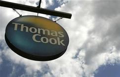 <p>La voyagiste britannique Thomas Cook a mandaté une banque d'affaires pour vendre sa filiale française, selon La Tribune qui cite une source proche du dossier. /Photo d'archives/REUTERS/Luke MacGregor</p>