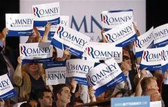 Сторонники Митта Ромни в штате Иллинойз, 20 марта 2012 года. Президент США Барак Обама обходит своего главного соперника-республиканца во всем - от личных качеств до дипломатии, но когда дело доходит до экономики, оказывается, что это то слабое место, которое может помешать ему сохранить за собой Белый дом. REUTERS/Jim Young