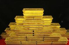 <p>Le cours de l'or pourrait atteindre l'an prochain un pic historique à plus de 2.000 dollars l'once, au terme de 12 années de hausse, avant de se tasser, selon le président de GFMS, une société de conseil spécialisée dans les métaux. /Photo prise le 31 janvier 2011/REUTERS/Petr Josek</p>