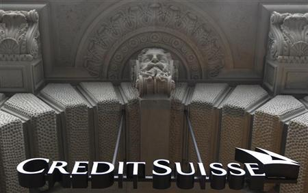 A logo is seen on the main entrance of the headquarters of Swiss bank Credit Suisse at the Paradeplatz square in Zurich, January 31, 2012. REUTERS/Christian Hartmann