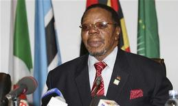 Former Malawi President Bingu Wa Mutharika addresses the media, July 27, 2010. REUTERS/James Akena
