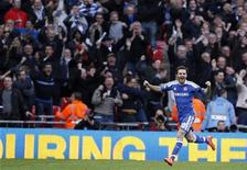 Juan Mata, do Chelsea, comemora após marcar gol em jogo da semifinal da Copa da Inglaterra contra o Tottenham Hotspur no estádio de Wembley, em Londres. 15/04/2012  REUTERS/Darren Staples