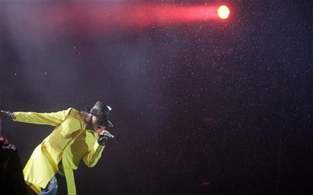 Axl Rose of Guns N' Roses performs at the Rock in Rio Music Festival in Rio de Janeiro October 2, 2011. REUTERS/Ricardo Moraes