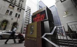 A man walks past an electronic board displaying the midday TSX index in Toronto February 16, 2011. REUTERS/Mark Blinch (CANADA - Tags: BUSINESS)
