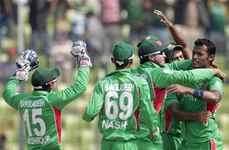 Bangladesh's fielders congratulate teammate Nazmul Hossain (R) after he dismissed Pakistan's Younis Khan during the Asia Cup cricket tournament final match in Dhaka March 22, 2012. REUTERS/Andrew Biraj/Files