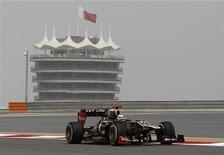 Piloto da equipe Lotus F1, finlandês Kimi Raikkonen, durante primeiro treino para o Grande Prêmio do Barein de F1 no circuito Sakhir, em Manama. 20/02/2012 REUTERS/Steve Crisp
