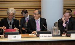 <p>La directrice générale du Fonds monétaire international Christine Lagarde, le secrétaire général de l'Onu Ban Ki-moon et le président de la Banque mondiale Robert Zoellick, vendredi à Washington. Le G20 s'est engagé à accorder au FMI plus de 430 milliards de dollars de ressources supplémentaires, faisant ainsi plus que doubler sa capacité de prêt. /Photo prise le 20 avril 2012/REUTERS/Yuri Gripas</p>