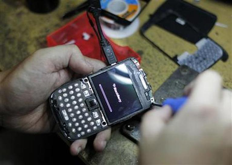 In Asia, BlackBerry's RIM sees a glimmer of hope - Reuters