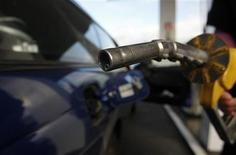 A motorist prepares to put fuel into her car at a petrol station in Melbourne July 3, 2008. REUTERS/Mick Tsikas