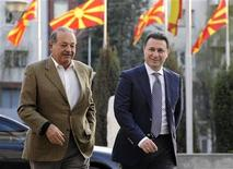 Mexican telecommunications and retail mogul Carlos Slim Helu (L) meets Macedonian Prime Minister Nikola Gruevski during his three-day visit to Macedonia in Skopje March 31, 2012. REUTERS/Ognen Teofilovski