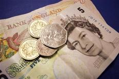 Some British sterling money in coins and bank notes is seen September 2, 2005. REUTERS/Catherine Benson