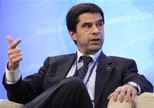 <p>Le ministre portugais des Finances, Vitor Gaspar, estime que les dépenses publiques du pays devraient être ramenées à 43% du produit intérieur brut (PIB) en 2016 contre 50% en 2010. /Photo prise le 18 avril 2012/REUTERS/Yuri Gripas</p>