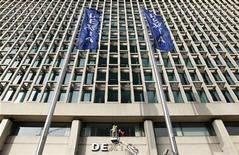 <p>La banque franco-belge en cours de démantèlement Dexia aura sans doute besoin d'être recapitalisée une nouvelle fois, a déclaré le gouverneur de la Banque nationale de Belgique (BNB), cité par la presse belge. /Photo prise le 27 février 2012/REUTERS/François Lenoir</p>