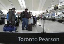 Air Canada passengers line-up at the baggage check-in counter at Pearson International Airport in Toronto April 13, 2012. REUTERS/Mike Cassese