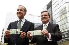 Bank of Canada Governor Mark Carney (L) and Finance Minister Jim Flaherty laugh while displaying new Canadian 20 dollar bills made of polymer during a photo opportunity in Ottawa May 2, 2012. REUTERS/Chris Wattie
