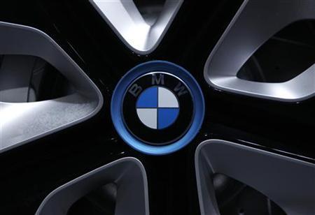 5月4日、関係筋によると、ドイツBMWと韓国の現代自動車は、エンジン開発などにおける提携の可能性について協議を進めている。写真はBMWの年次会見会場で。3月撮影(2012年 ロイター/Michaela Rehle)