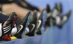 Бутсы игроков сборной Испании, сфотографированные во время тренировки в Инсбруке 13 июня 2008 года. REUTERS/Felix Ordonez