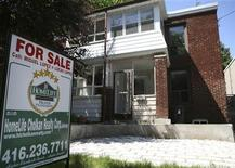 A real estate sign is seen on front of a house in Toronto June 19, 2009. REUTERS/Chris Roussakis