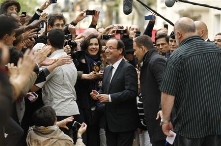 France's newly-elected President Francois Hollande is surrounded by the media as leaves his campaign headquarters in Paris May 7, 2012, a day after the French presidential election. REUTERS/Benoit Tessier