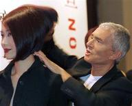Famed hairdresser Vidal Sassoon helps style the hair of a model in Shanghai in this September 9, 1997 file photo. Sassoon, a celebrity hair stylist who parlayed his success in the salon into a huge business putting his name on numerous hair design products, has died at his home in Los Angeles at age 84, according to Los Angeles police. REUTERS/Files