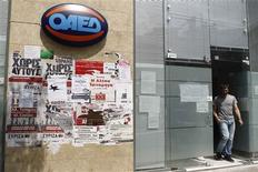 <p>Centre pour l'emploi à Athènes. Le taux de chômage grec a atteint un nouveau record en février, selon des chiffres publiés jeudi par l'institut statistique ELSTAT, soulignant les effets sur l'emploi des politiques d'austérité réclamées par l'Union Européenne et le FMI à la Grèce, qui tente actuellement de se donner un gouvernement. /Photo prise le 10 mai 2012/REUTERS/Yorgos Karahalis</p>