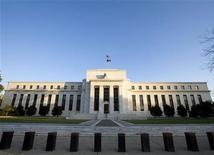 Здание ФРС США в Вашингтоне, 29 октября 2008 года. ФРС одобрила заявления трех государственных банков Китая о создании отделений в США и покупке акций американских банков, решив, что их деятельность должным образом регулируется на внутреннем рынке. REUTERS/Larry Downing