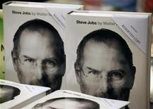 Reserved copies of a newly released biography of Steve Jobs are displayed at a bookstore in Hong Kong October 24, 2011.REUTERS/Bobby Yip