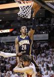 Ala-armador do Indiana Pacers Leandrinho em partida dos playoffs da NBA contra o Miami Heat, em Miami. 13/05/2012 REUTERS/Joe Skipper