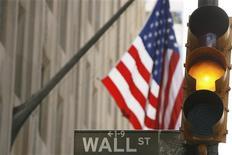 <p>Le rebond technique qui serait logique après la récente baisse à Wall Street n'aura peut-être pas lieu car les investisseurs s'interrogent toujours sur la Grèce et la croissance économique et que la saison des résultats des sociétés touche à sa fin. /Photo d'archives/REUTERS/Lucas Jackson</p>