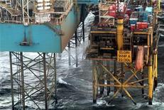 <p>Total a fait savoir lundi que des inspections avaient confirmé l'arrêt de la fuite de gaz en provenance d'un puits de la plateforme d'Elgin en mer du Nord. /Photo d'archives/ REUTERS/Total</p>