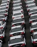 <p>Nissan veut tripler les ventes de sa marque haut de gamme Infiniti en Chine en 2016 afin de prendre 10% du marché automobile haut de gamme du pays et concurrencer ainsi Audi (groupe Volkswagen) et Mercedes (Daimler). /Photo prise le 22 avril 2011/REUTERS/Yuriko Nakao</p>