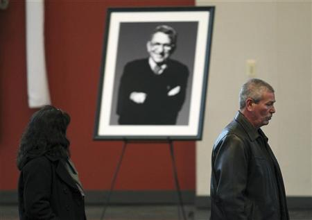 Mourners pass a portrait of former Penn State football coach Joe Paterno during Paterno's public viewing at Penn State University January 24, 2012. REUTERS/Gary Cameron