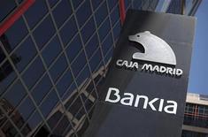 Логотип Bankia у штаб-квартиры банка в Мадриде 18 мая 2012 года. Испанский кредитор Bankia попросит у правительства более 15 миллиардов евро ($19 миллиардов) для спасения бизнеса, после того как новое руководство банка представит план реструктуризации в пятницу, сообщил Рейтер источник из финансового сектора. REUTERS/Paul Hanna LOGO)