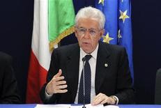 """Primeiro-ministro da Itália, Mario Monti, faz reunião com a mídia em cúpula informal da União Europeia, em Bruxelas. O escândalo de manipulação de resultados no futebol italiano causou """"profunda tristeza"""", afirmou Monti. 24/05/2012 REUTERS/Francois Lenoir"""