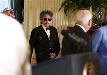 Musician Bob Dylan (C) arrives prior to receiving a Presidential Medal of Freedom in the East Room of the White House in Washington, May 29, 2012. REUTERS/Jason Reed