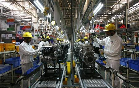 Employees work inside Maruti Suzuki's petrol engine plant on the outskirts of New Delhi October 21, 2008. REUTERS/Vijay Mathur/Files