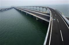<p>a Chine a certes besoin d'investissements pour stimuler sa croissance économique mais certains économistes influents estiment que Pékin ne devrait pas engager un deuxième tour de relance budgétaire massive. /Photo prise le 27 juin 2011/REUTERS/China Daily</p>