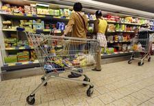 <p>L'inflation dans les 17 pays de la zone euro a augmenté de 2,4% en mai, son plus bas niveau depuis plus d'un an. /Photo d'archives/REUTERS/Eric Gaillard</p>