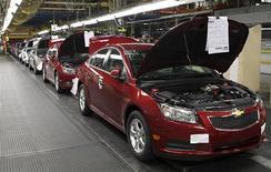 <p>Usine General Motors à Lordstown, dans l'Ohio. Les ventes décevantes enregistrées en mai par General Motors, Toyota et Chrysler, filiale de Fiat, laissent entrevoir un ralentissement de la demande après la forte accélération enregistrée au cours des quatre premiers mois, montrent les chiffres publiés vendredi par les constructeurs automobiles américains. /Photo d'archives/REUTERS/Aaron Josefczyk</p>