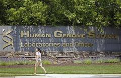 <p>Human Genome Sciences a réaffirmé vendredi que son conseil d'administration rejetait l'OPA hostile du britannique GlaxoSmithKline (GSK) et recommandait à ses actionnaires d'en faire de même. /Photo prise le 17 mai 2012/REUTERS/Jose Luis Magana</p>