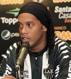 Ronaldinho é apresentado no Atlético Mineiro nesta segunda-feira. REUTERS/Gualter Naves