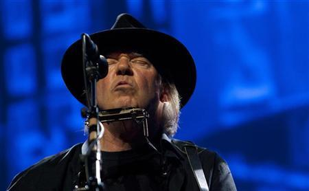 Neil Young performs as a surprise guest musician at the Robin Hood Foundation Benefit at the Jacob K Javits Convention Center in New York May 14, 2012. REUTERS/Andrew Kelly