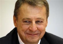 Глава Башнефти Александр Корсик на Российском инвестиционном саммите Рейтер в Москве, 12 сентября 2011 г. Башнефть считает, что сможет не сдвигать запланированное на 2013 год начало добычи нефти на крупных нефтяных месторождениях Требса и Титова, несмотря на то, что его партнер по освоению участков - Лукойл лишился доступа к этому проекту, сказал глава Башнефти Александр Корсик. REUTERS/Grigory Dukor